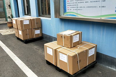Xianglong exported 13 cartons Handsets to customers today